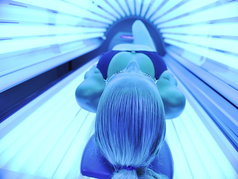 AAD: Fathers May Not Perceive Harms of Teen Indoor Tanning