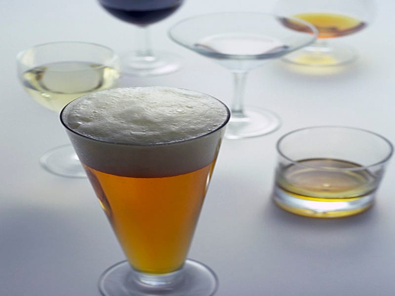 Both Abstinence and High Alcohol Use Linked to Dementia