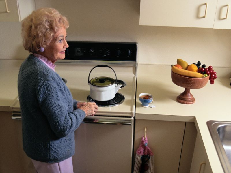Home Discharge After Joint Surgery OK for Those Living Alone